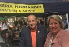 Antoni Gelonch firma ejemplares de su libro el Día de Sant Jordi (libros y rosas)
